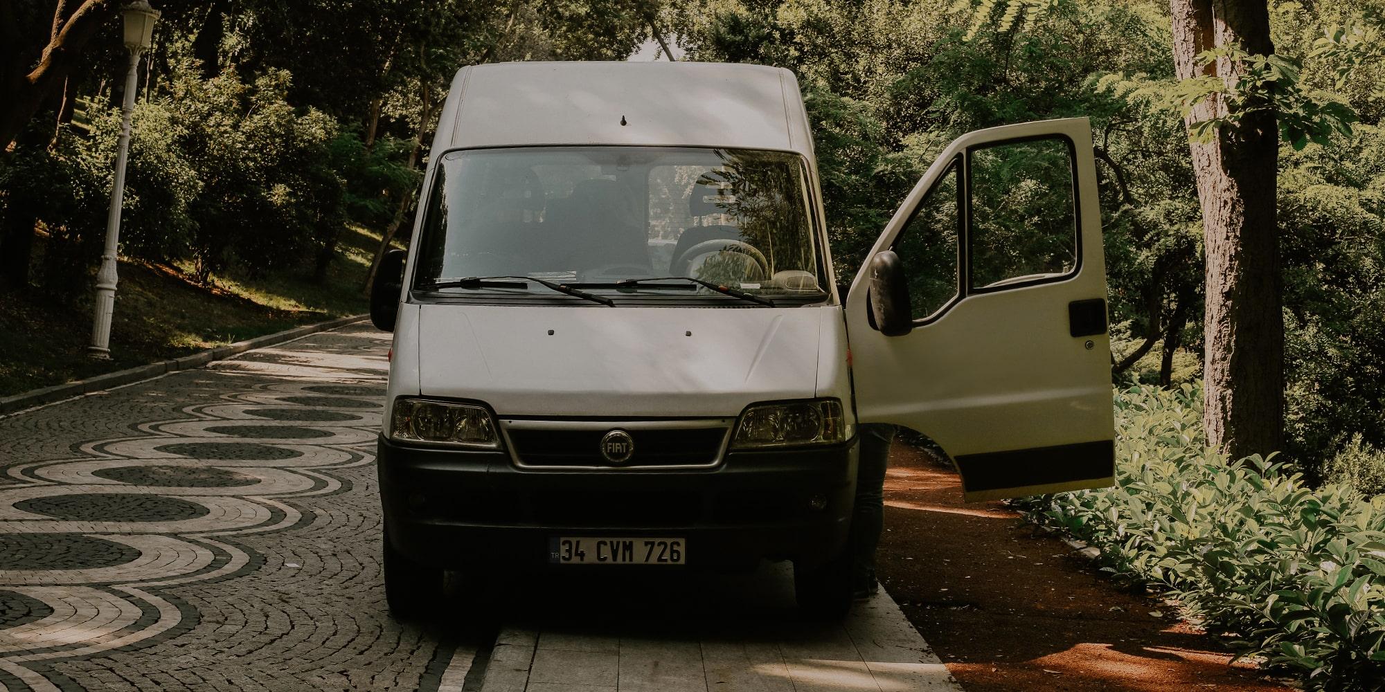 Karavan dönüșümü için panelvan minibüs seçimi